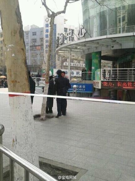 陕西宝鸡市最大商场发现疑似定时炸弹(组图)