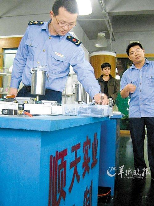 工商人员调查该公司的; 文/图羊城晚报记者石华 符吉茂;