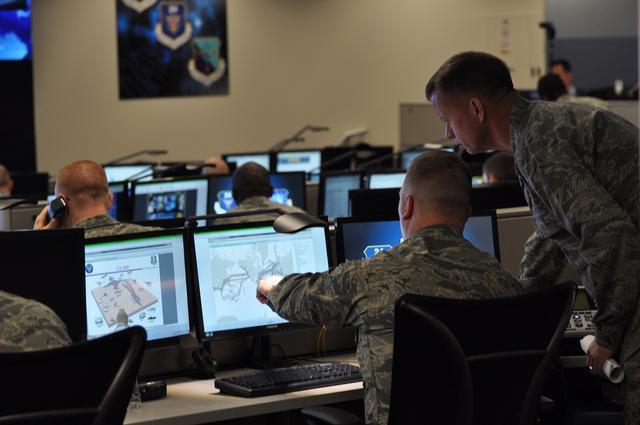 美国海军电脑遭黑客入侵 超10万人敏感信息被窃