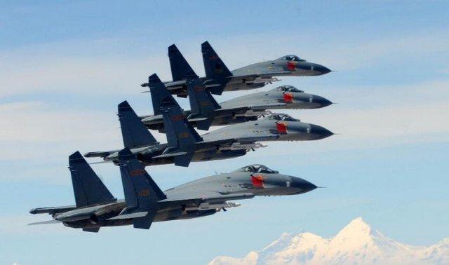 资料图:中国空军歼11战机编队飞行