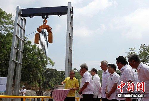 """菲总统否认对华""""好战"""" 称希望黄岩岛事件降级"""