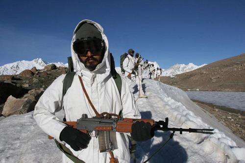 印度加快向中印边界修公路 确保快速运送军队