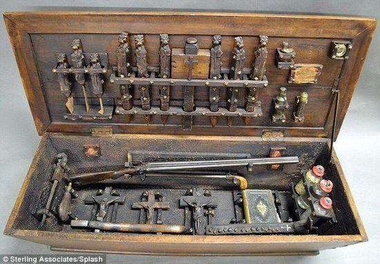 美国拍卖吸血鬼猎人工具箱 内含刀斧大蒜 图 新闻 腾讯网