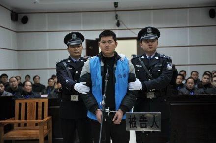 广西枪杀孕妇警察一审判死刑 赔偿原告人7万余元