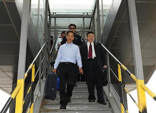 """云南检察机关成功劝返潜逃美国""""百名红通人员""""张大伟"""