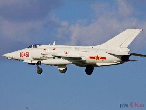 空军一架战机在大连坠毁 飞行员为保群众牺牲