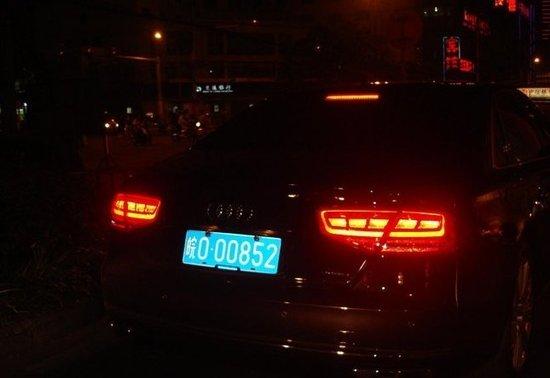 """这辆牌号为"""" 皖O 00852""""的奥迪,被网友称为""""最牛官车""""。"""