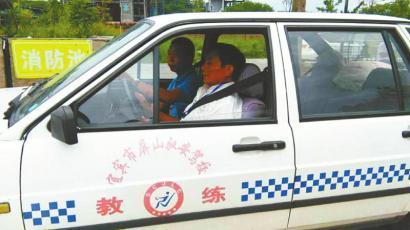 四川老人用70天考下驾照 距70岁生日仅剩17天