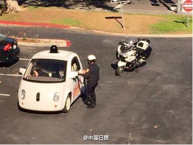 谷歌无人驾驶车上路被抓 警察拿它没辙(图)