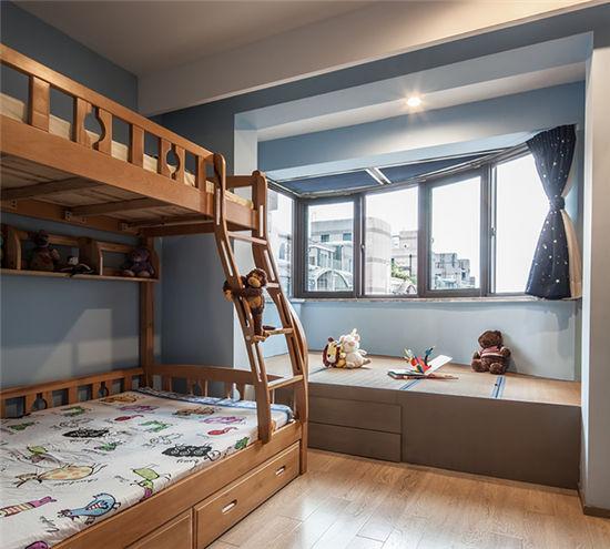 儿童房上下铺为将来空间的灵活性做准备,榻榻米地台用于大量的储物.图片