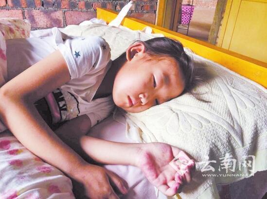 12岁女孩患病生命垂危 最大心愿是见服刑的爸爸