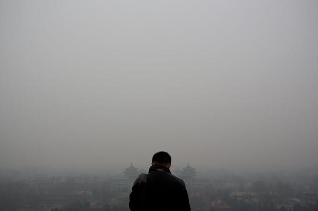 雾霾笼罩近1/7国土 气象台连发五天霾黄色预警
