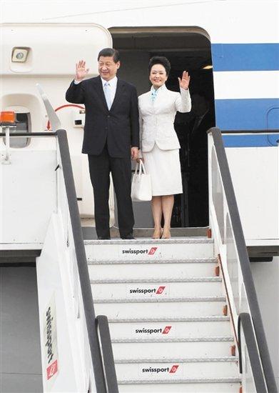 彭丽媛向世界展示中国民族风 凸显软实力外交