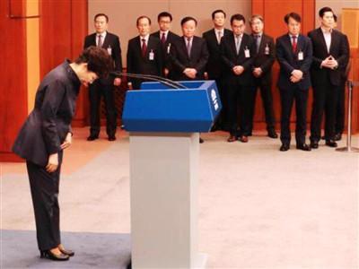 """民众要求朴槿惠下台 媒体:弹劾或""""无可避免"""""""