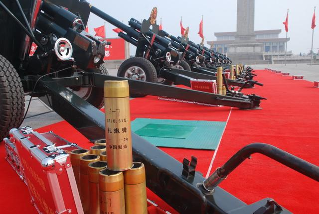 中国礼炮部队揭秘:炮手需每天苦练上千次(图)