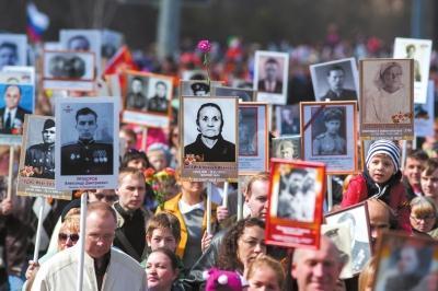 习近平出席俄罗斯红场阅兵 与普京同坐第一排