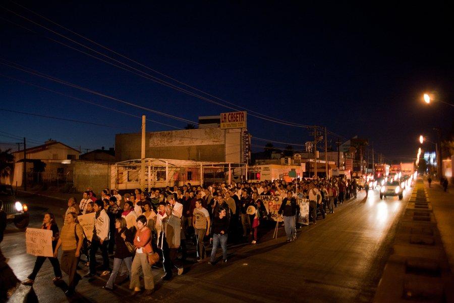 """多米尼克・布拉克(Dominic Bracco II)获奖的项目""""The Backs of Men""""与美墨边界的生活有关。"""