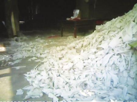 部分餐馆餐巾纸本是厕纸 含致癌物易致结石