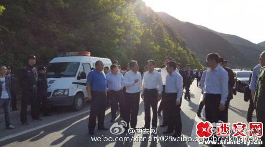 陕西福银高速客车着火致8死5伤 系劫持纵火案件