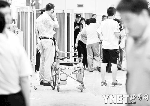 留在现场的轮椅未在爆炸中受太大损伤