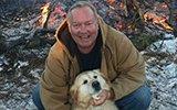 男子摔倒瘫痪在屋外 狗趴身上暖了他20个小时