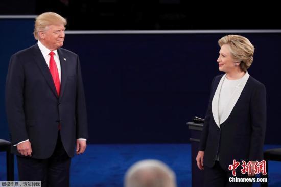 资料图:当地时间10月9日晚,美国共和党总统候选人特朗普和民主党总统候选人希拉里在密苏里州圣路易斯市展开第二场电视辩论。