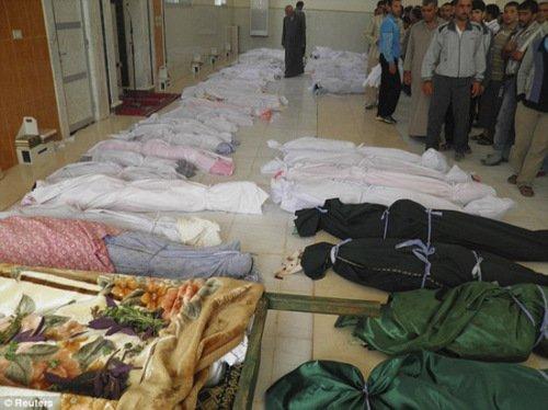 胡拉镇袭击事件中的遇难者遗体。