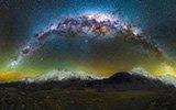 新西兰绝美夜景:拱形银河似天桥悬挂夜空