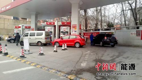 国内油价今日或再下调 93号汽油望重回5元时代