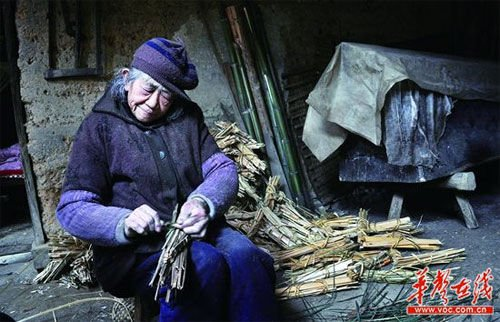 湖南一村庄老人接连自杀 当地老人:这是解脱方式