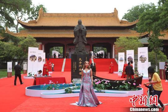 南京国宝朝天宫借给开发商做活动馆长被责令停职检查