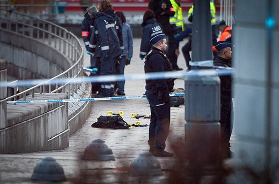 比利时男子持AK步枪扫射人群致5死123伤