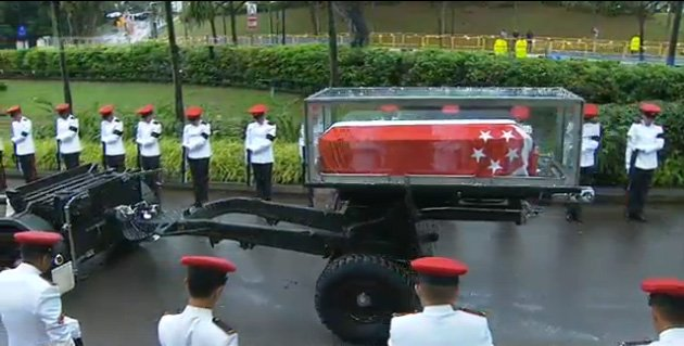 李光耀灵柩运抵新加坡国立大学