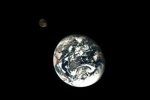 中国发布完整地月合影 专家称特殊位置1次拍成