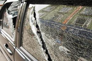 昆明警察抓贼闹市两次开枪 疑似击中公交车窗