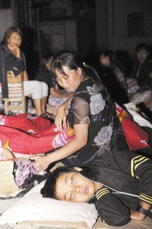 地震致3名小学生遇难 官方称学生伤亡情况不明