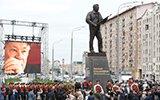 莫斯科为AK之父树立雕像 街头举行盛大纪念仪式