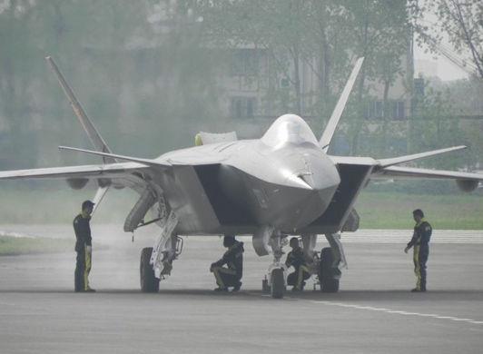 专家称中国军力落后美30年 军方:干好自己的事
