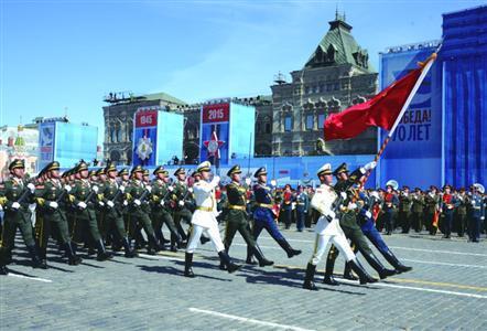 我国仪仗队参加俄卫国战争阅兵 排外国方阵之首