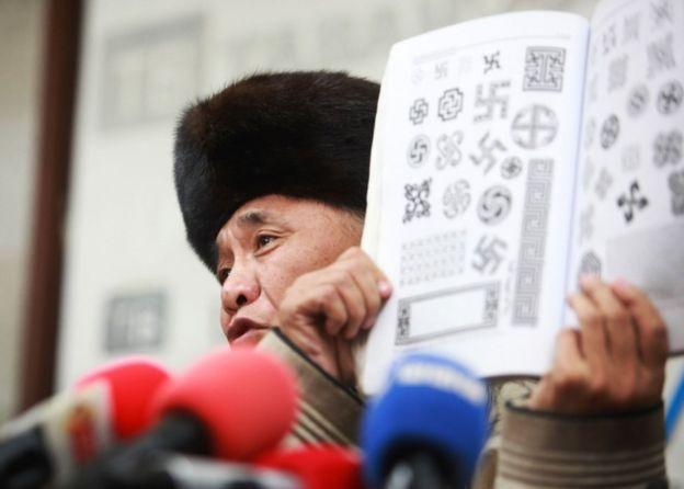 外媒:蒙古说唱歌手因穿纳粹符号服装被俄外交官殴打昏迷