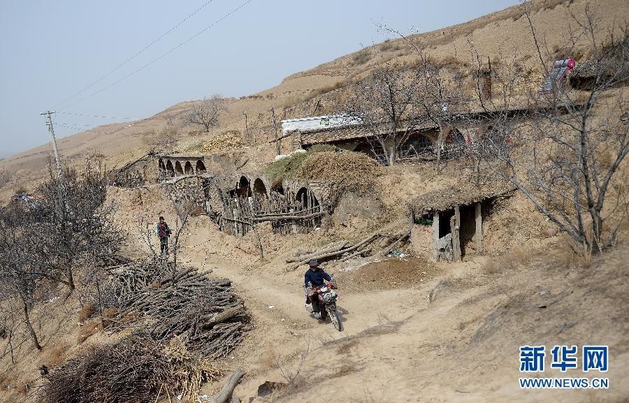 """陕西现""""2人村庄"""" 500多亩耕地荒芜 - 暮色苍茫 - 赵破奴"""