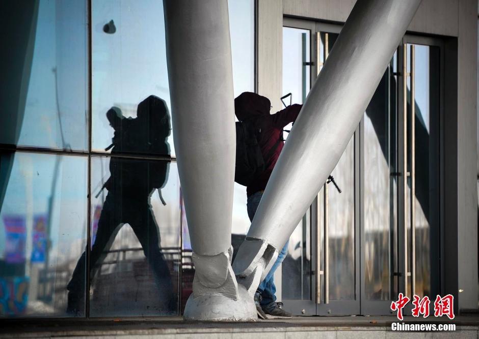 乌鲁木齐特警进行冬运会安保处突演练2016.1.8 - fpdlgswmx - fpdlgswmx的博客
