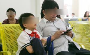 小学生写心酸作文《爸爸看手机》 人民日报评论