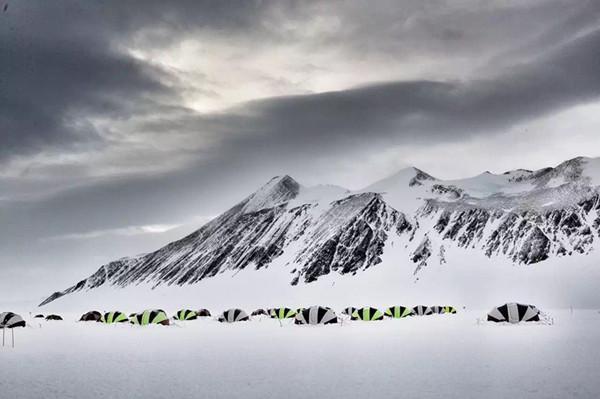 80后小伙创意旅行 在南极跑马拉松