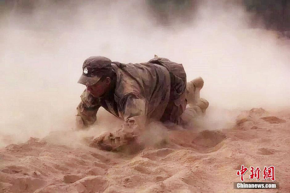 新疆喀什民警开展沙地练兵2015.9.23 - fpdlgswmx - fpdlgswmx的博客