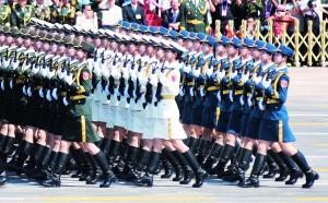阅兵式现首位女将军 三军仪仗队首增51名女队员