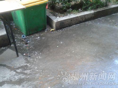高清图—福州鼓楼区长春花园小区男子抱儿子跳楼身亡