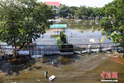 曼谷五分之一地区被淹 当局称市中心难保安全