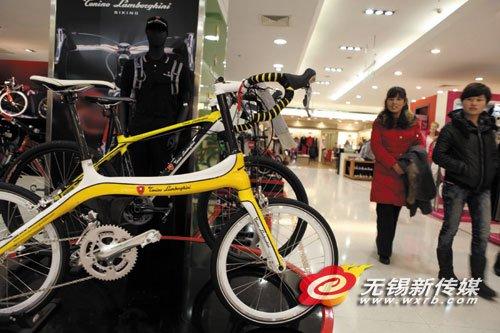 商场出售大牌自行车 兰博基尼自行车售价2.6万