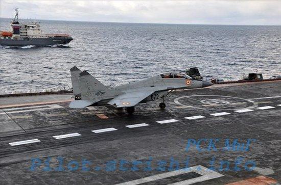 米格 29kub舰载机_印度海军飞行员驾驶米格29KUB舰载机进行训